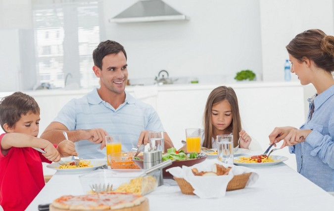 buone-abitudini-tavola-675x428