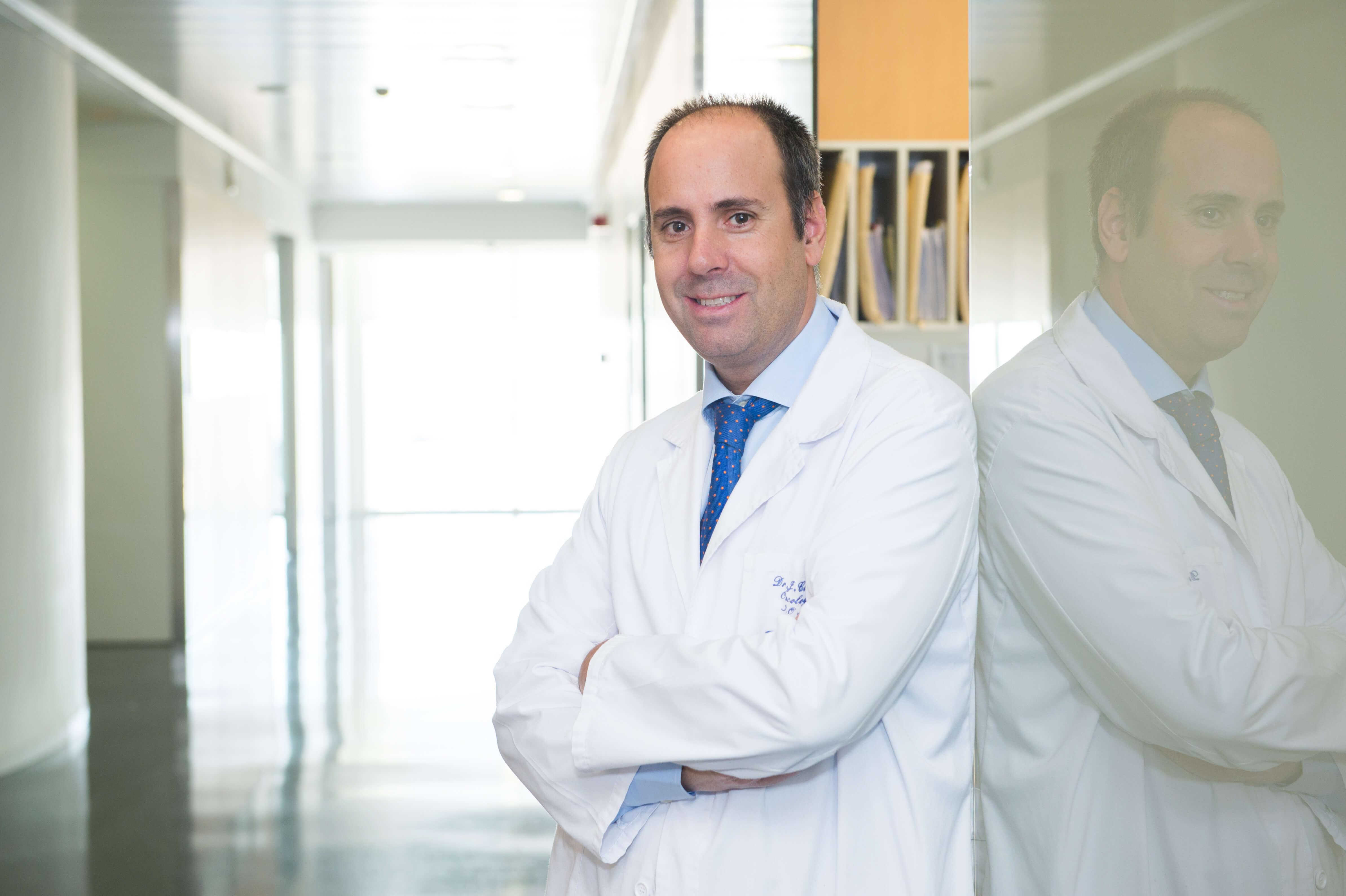 Dr Javier Cortés