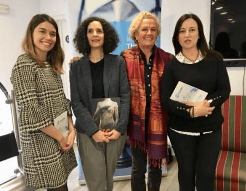 De izquierda a derecha, Adriana Terrádez, directora de OncoDna, Valérie Dana, directora de La Vida en Rosa, Dra. Ana Casas, oncóloga y paciente, Alicia, paciente (cáncer y empatía)