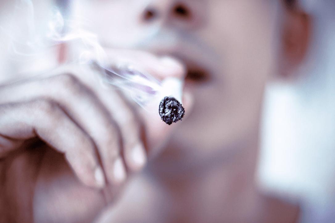 Fumar Foto by Amritanshu Sikdar on Unsplash